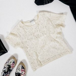 Lace cropped t-shirt short sleeve cream vintage